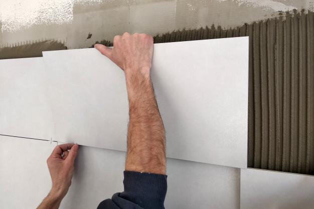 Облицовка стен плиткой от 700 руб. (кв. м)