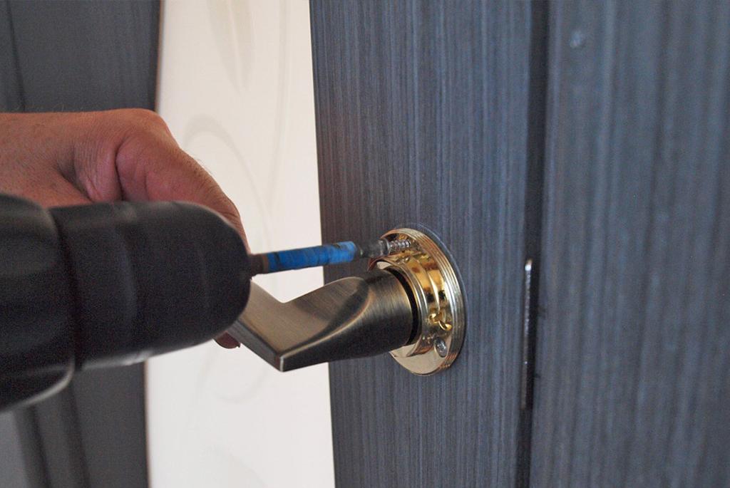 замена дверной ручки